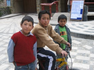 Curious Boys in Tomas